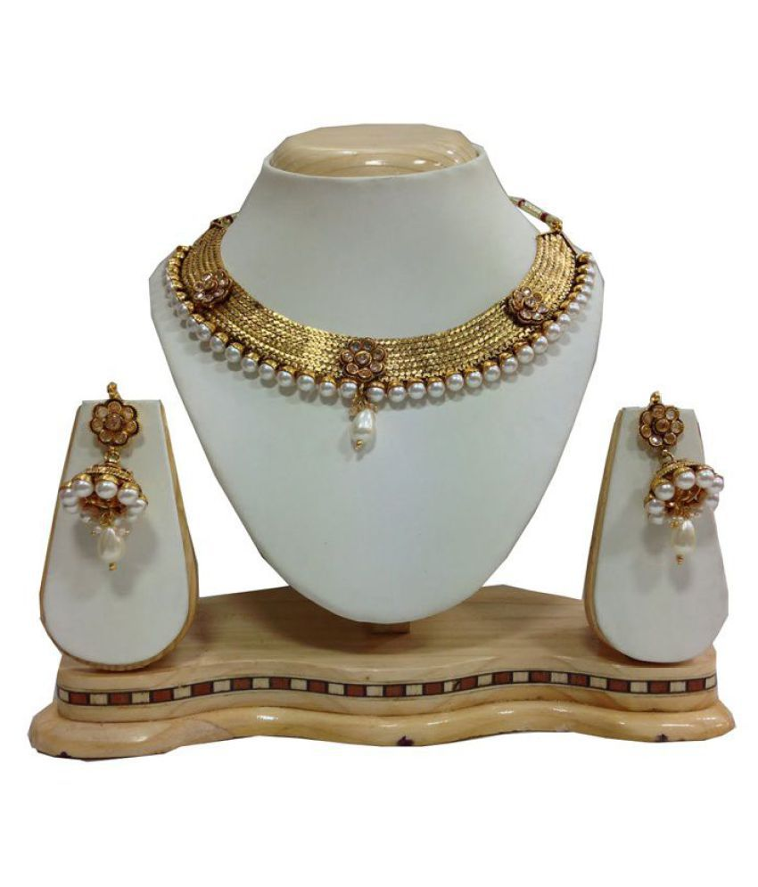 Mokanc Celebrity kundan jewelry with pearls in white With Pearls