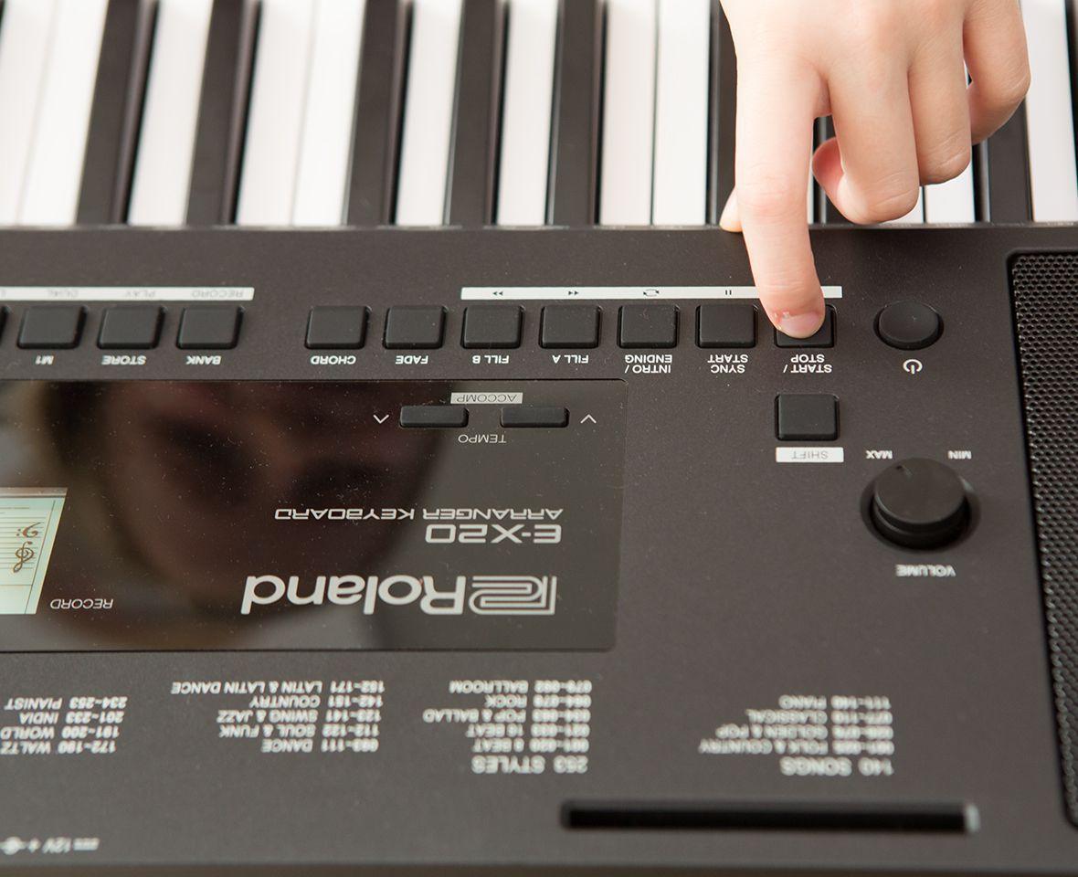 Roland Roland E-X20 Arranger Keyboard with Carry Bag Keyboard 61 Keys