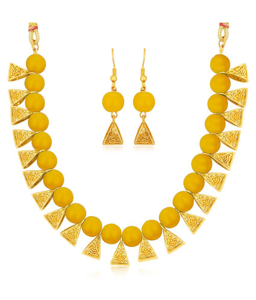 a89c4c462110b Sukkhi Alloy Golden Choker Traditional 18kt Gold Plated Necklaces Set