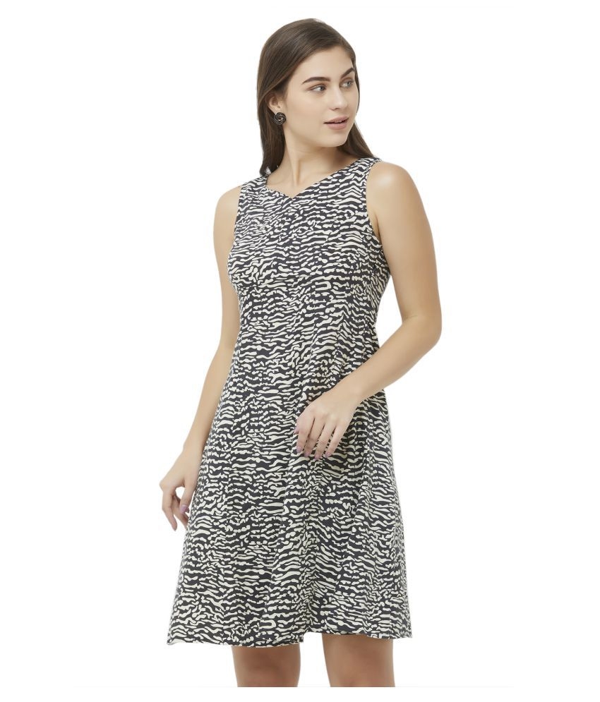 109 F Viscose Black Fit And Flare Dress