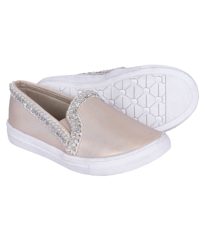 Happyy Feet Girl's Beige Synthetic Leather Shoes